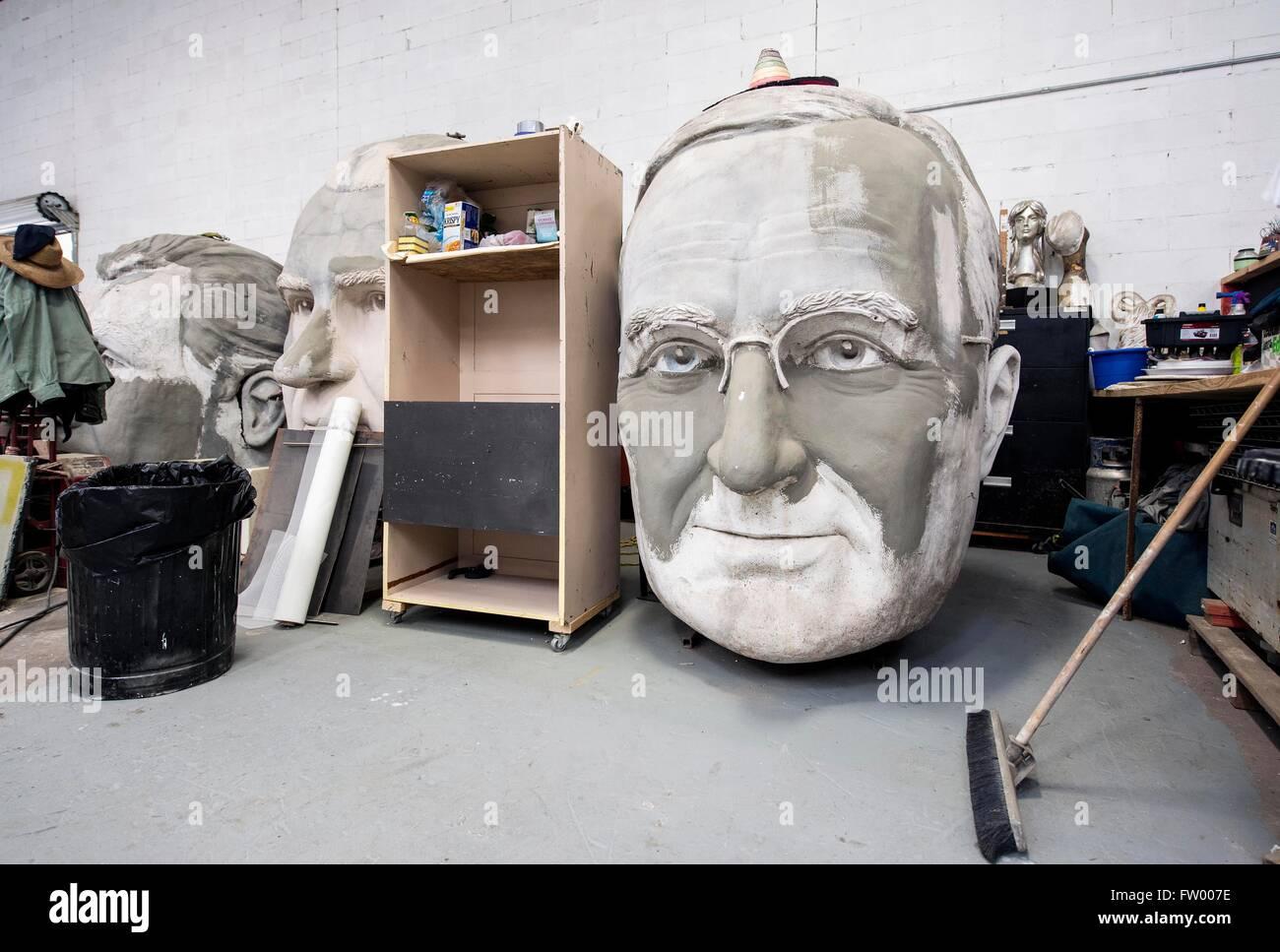 Houston, Texas, EE.UU. 30 Mar, 2016. Los jefes presidencial por el escultor David Adickes se almacenan en la Adickes Sculpturworx Studio hasta un momento en el que se encuentra un hogar permanente para ellos. Crédito: Brian Cahn/Zuma alambre/Alamy Live News Foto de stock