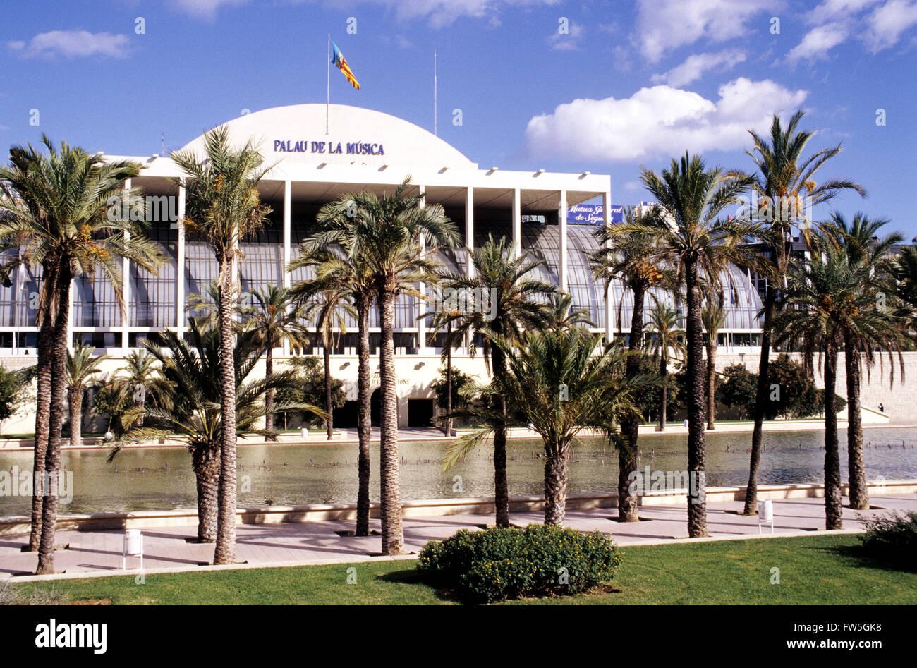 Palau de la música. Exterior con palmeras. Valencia, España Imagen De Stock
