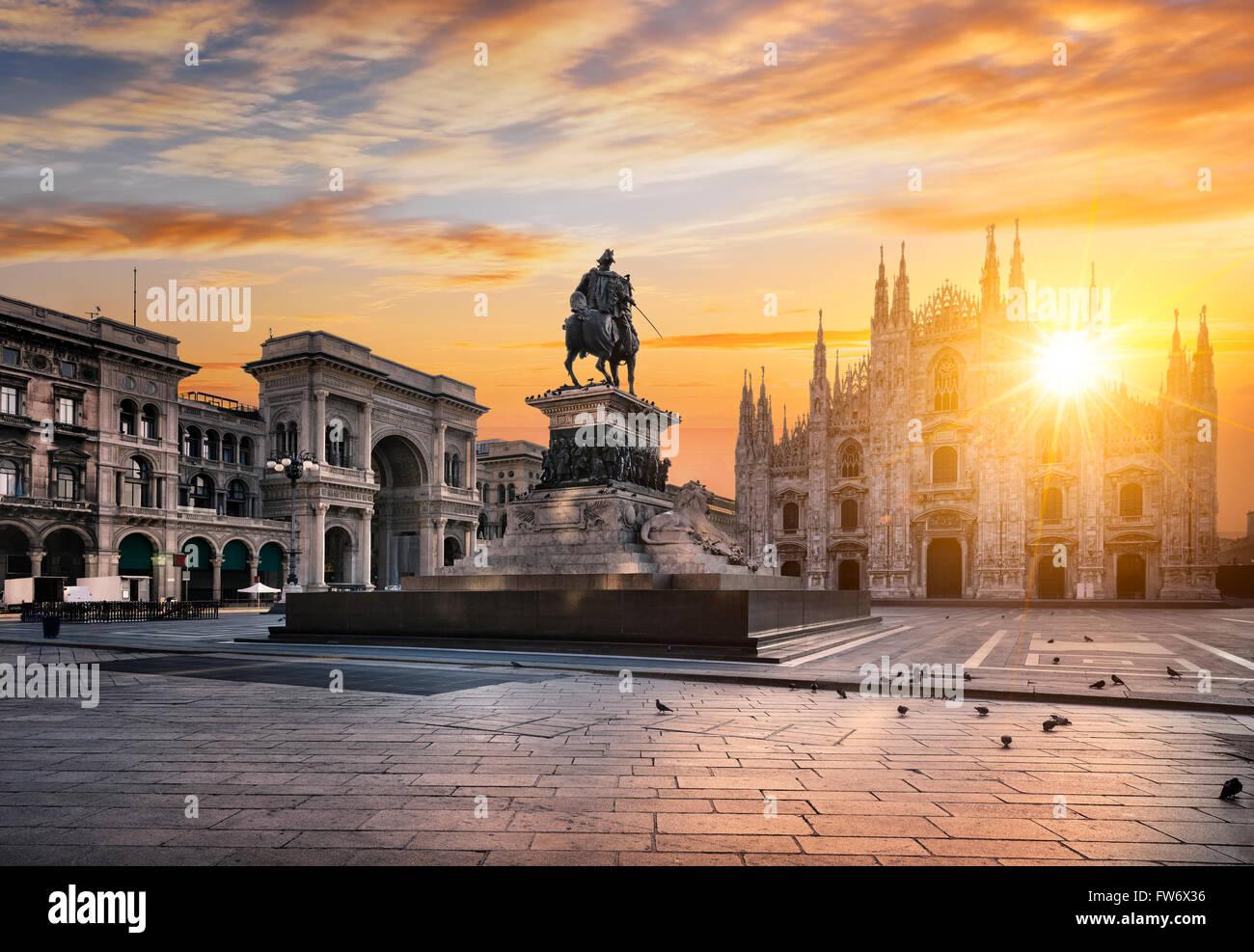 Al amanecer del Duomo de Milán, Italia, Europa. Imagen De Stock