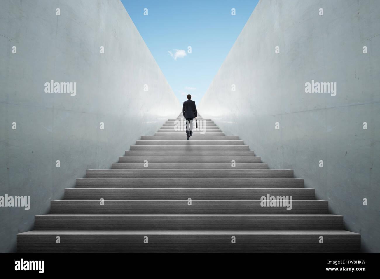 Concepto de ambiciones con el empresario subir escaleras Imagen De Stock