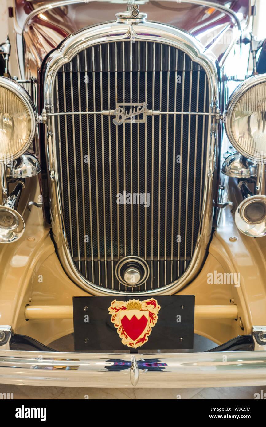 Radiador de 1930 Buick 54 Veen un sedán de lujo, el Museo Nacional de Bahrein, Manama, Bahrein Imagen De Stock