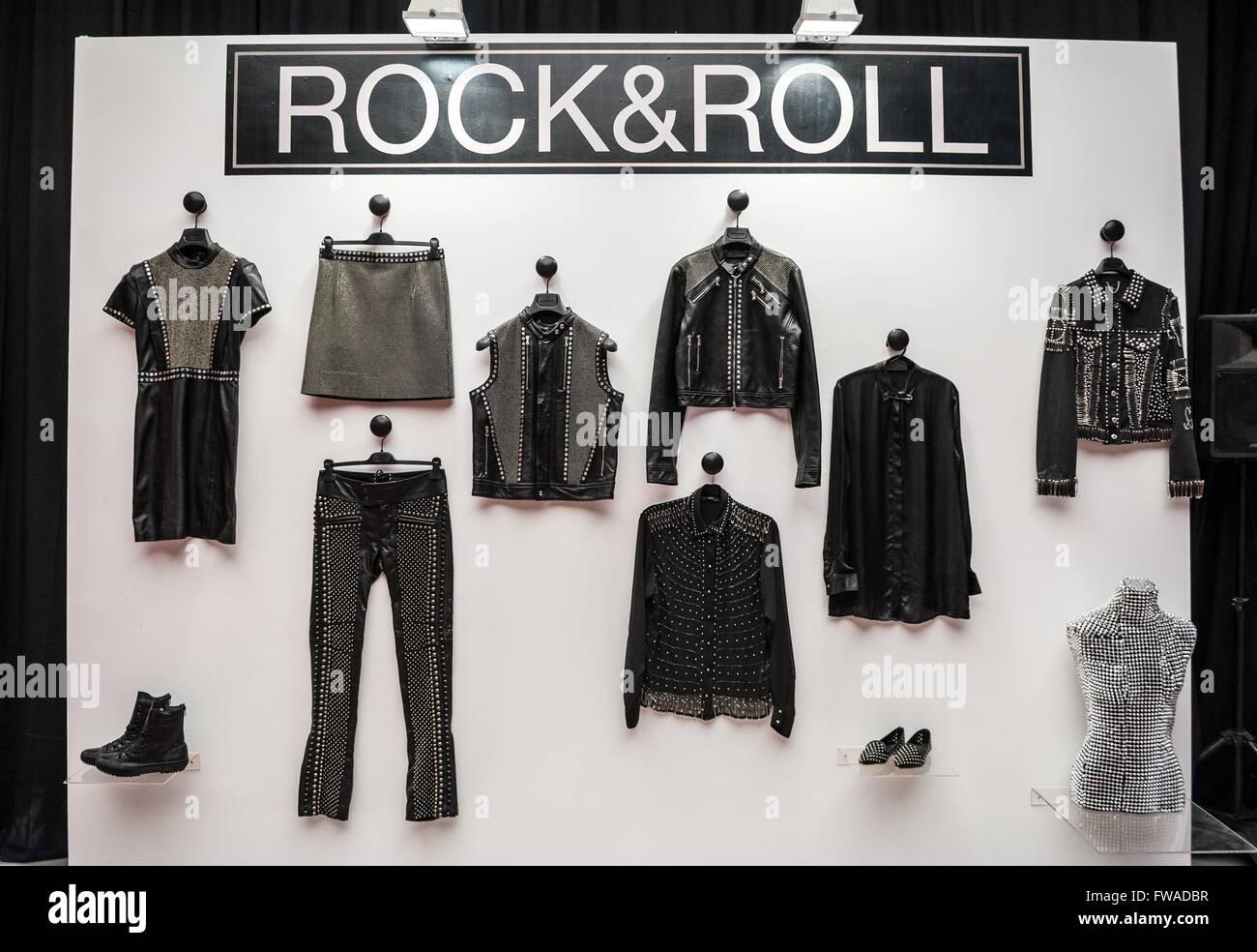 Colección de ropa display durante la semana de la moda de TLV Gindi en la  ciudad 75c2a8c5967