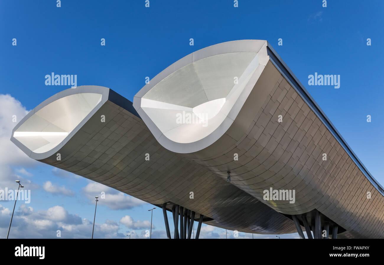 La estación de autobuses de Slough diseñado por arquitectura Bblur Imagen De Stock
