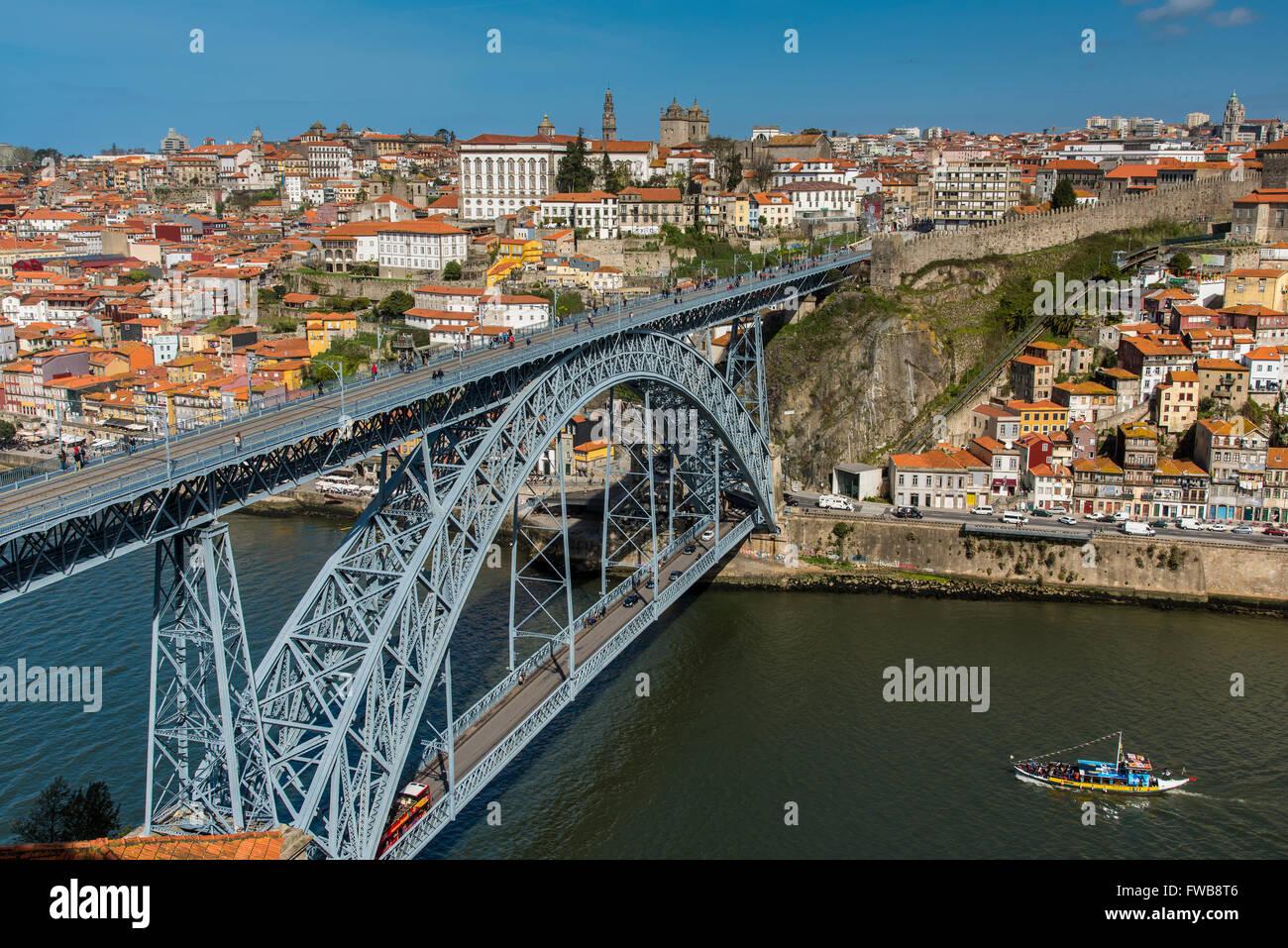 El Puente Dom Luis I y del horizonte de la ciudad, Porto, Portugal Imagen De Stock