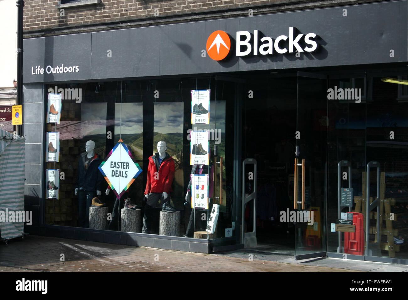 Los negros CAMPING OUTDOOR SHOP Imagen De Stock