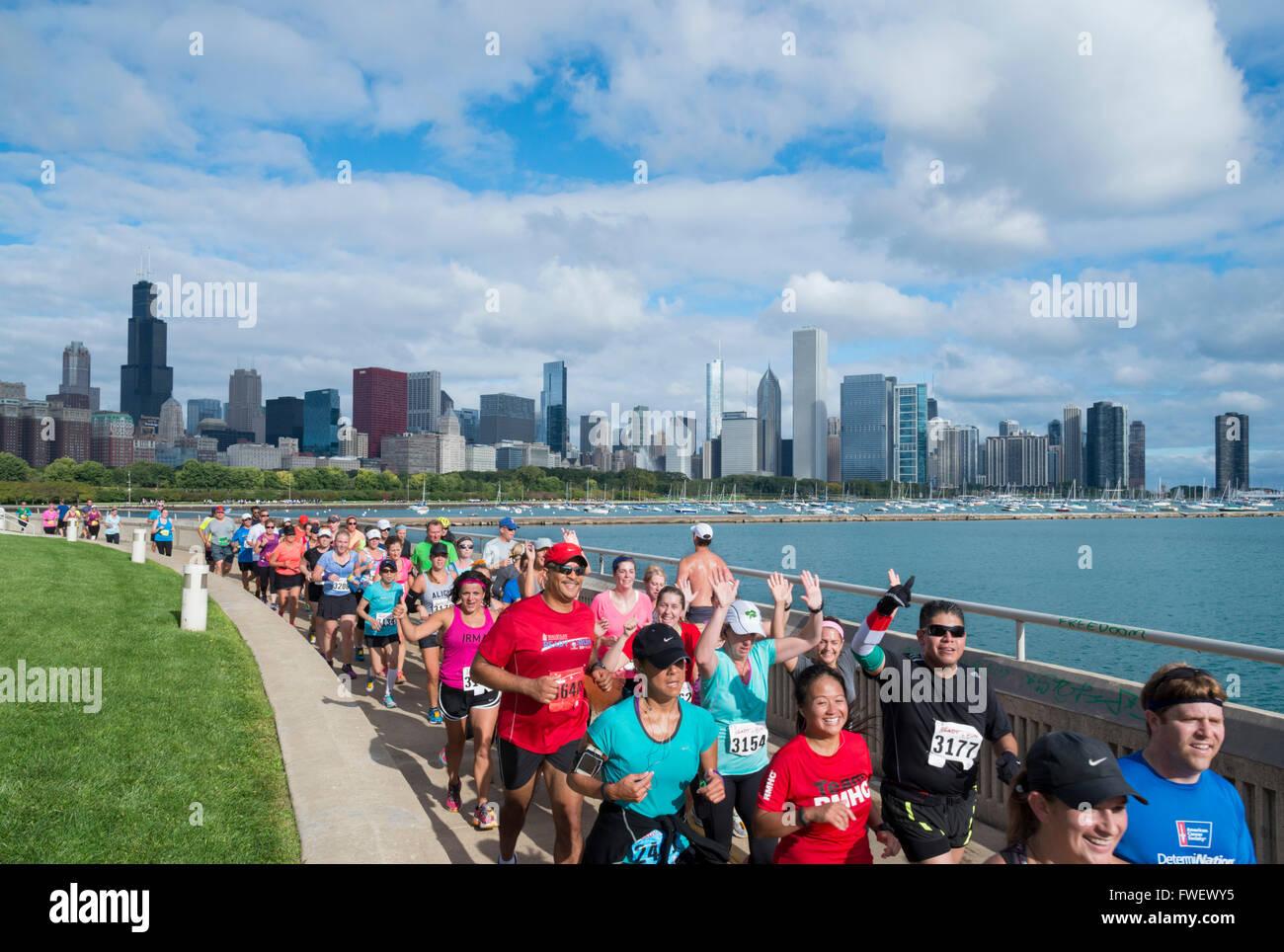 La Maratón de Chicago a lo largo de la orilla del lago, el centro de Chicago, Illinois, Estados Unidos de América, Imagen De Stock