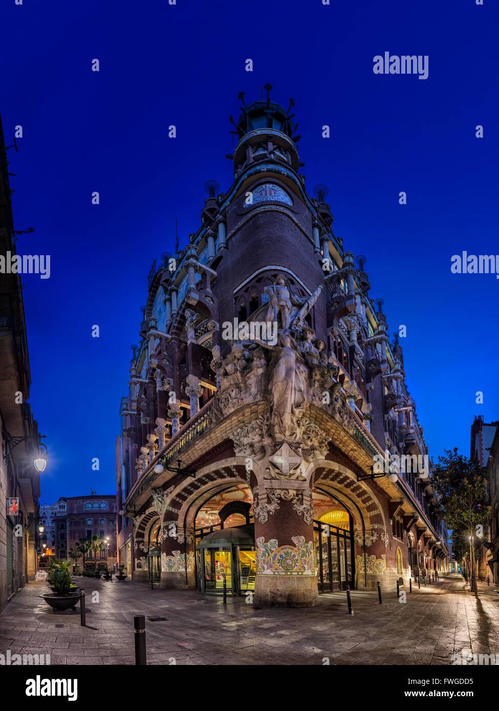 Vista frontal al amanecer del Palau de la Música Catalana en Barcelona Imagen De Stock