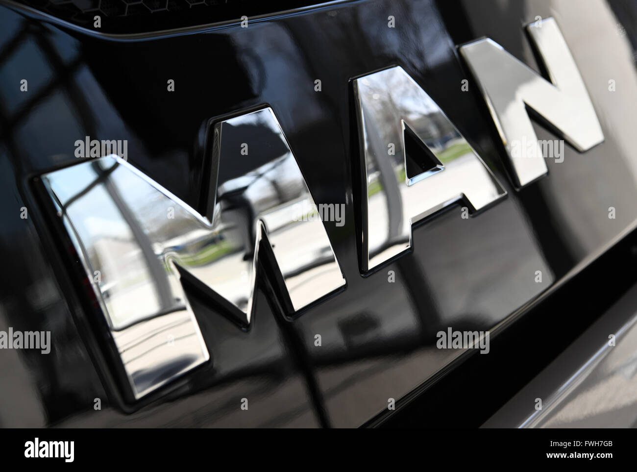 Munich, Alemania. 04 abr, 2016. Un logotipo de empresa fabricante de camiones MAN, en Munich, Alemania, 04 de abril de 2016. Foto: PETER KNEFFEL/dpa/Alamy Live News Foto de stock