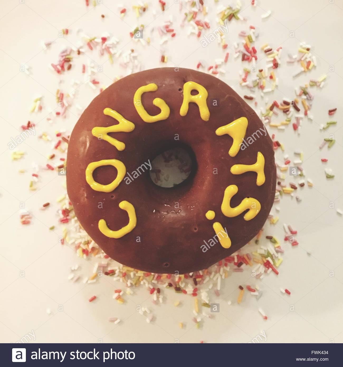Primer plano del texto de donut en la placa Imagen De Stock