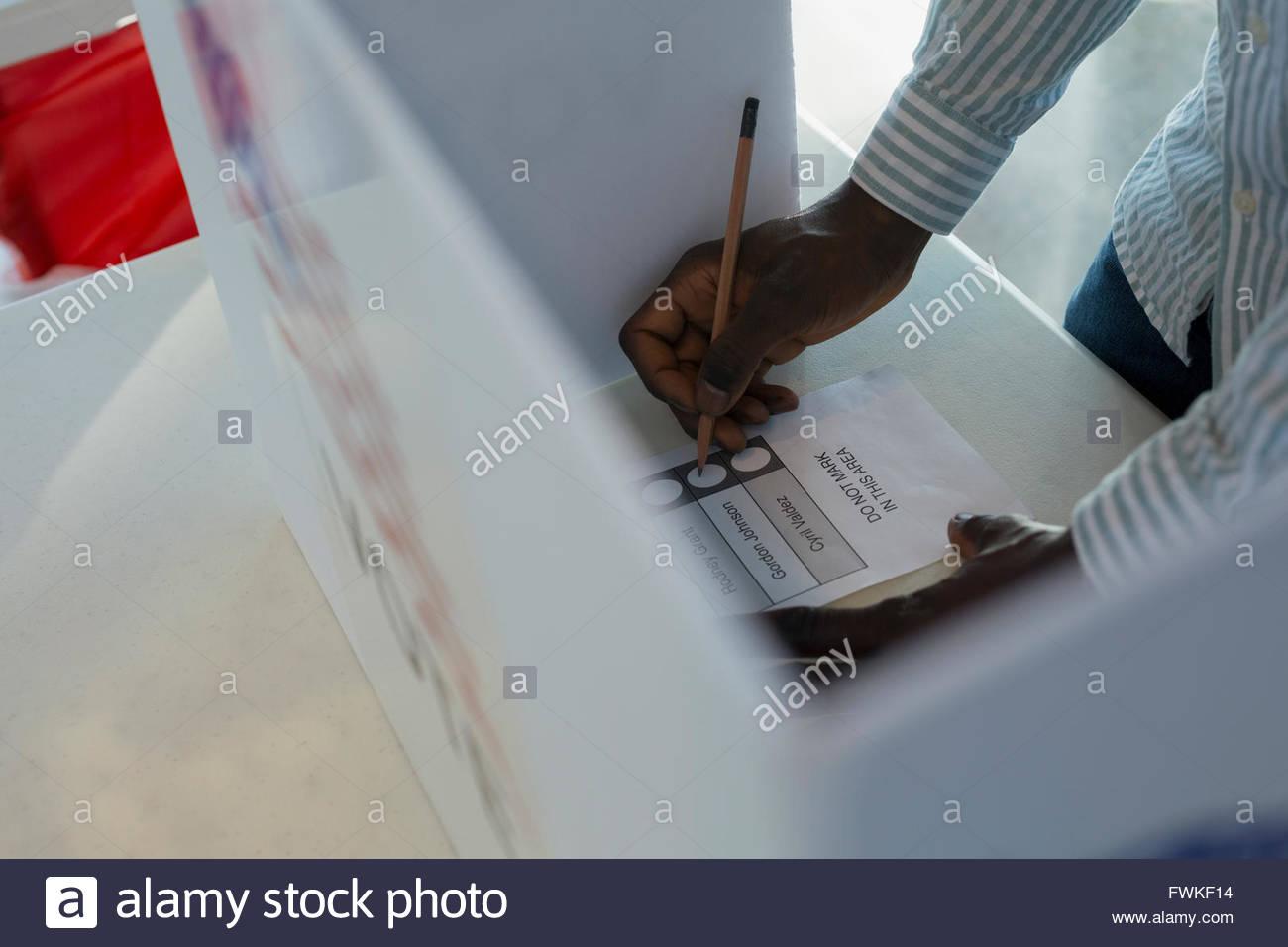 Votante en las urnas Imagen De Stock