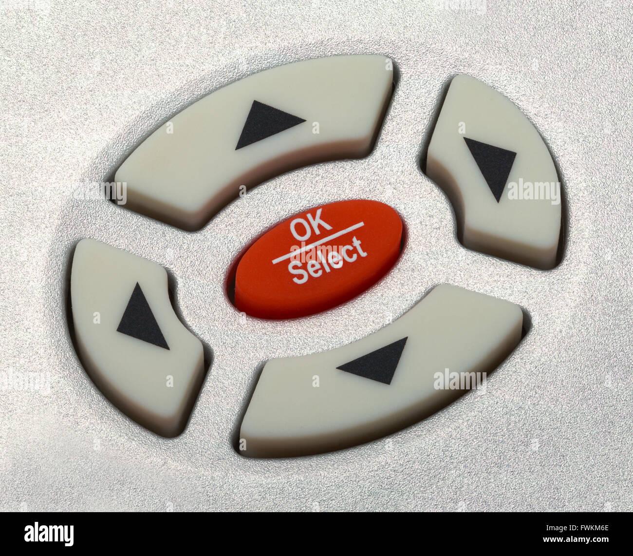 Cerca de los botones de selección de flecha del mando a distancia. Imagen De Stock