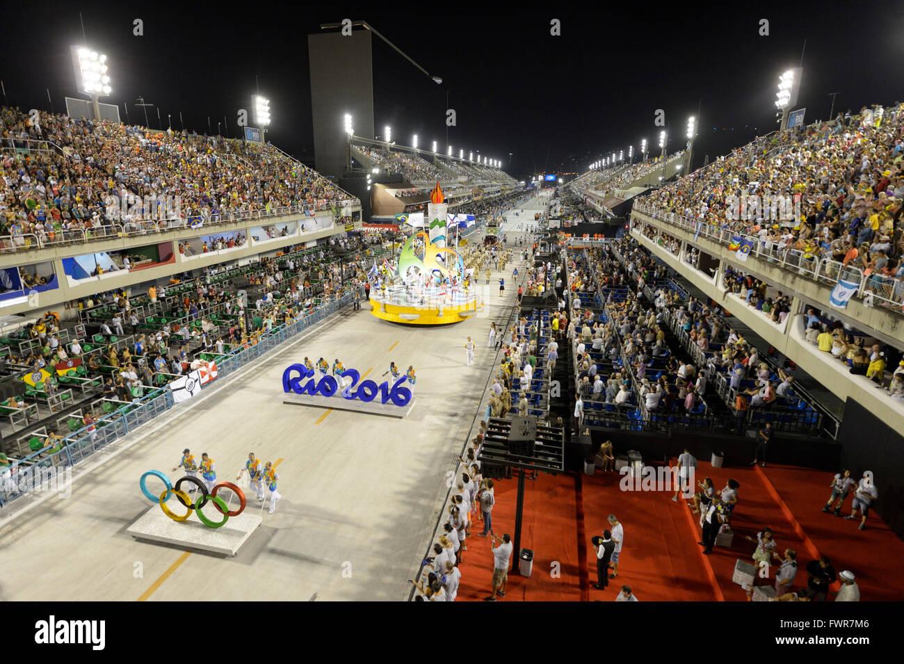 Publicidad para los Juegos Olímpicos de Verano de 2016, el carnaval de 2016 en el Sambódromo de Rio de Janeiro, Brasil Foto de stock