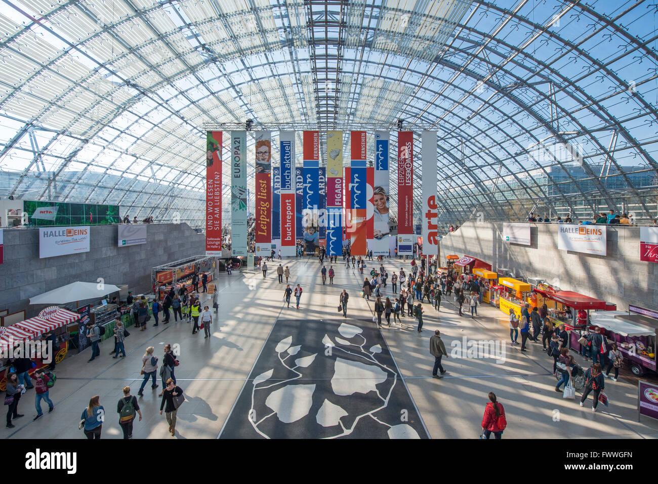 Neue Messe glass hall, la feria del libro de Leipzig, Sajonia, Alemania Imagen De Stock