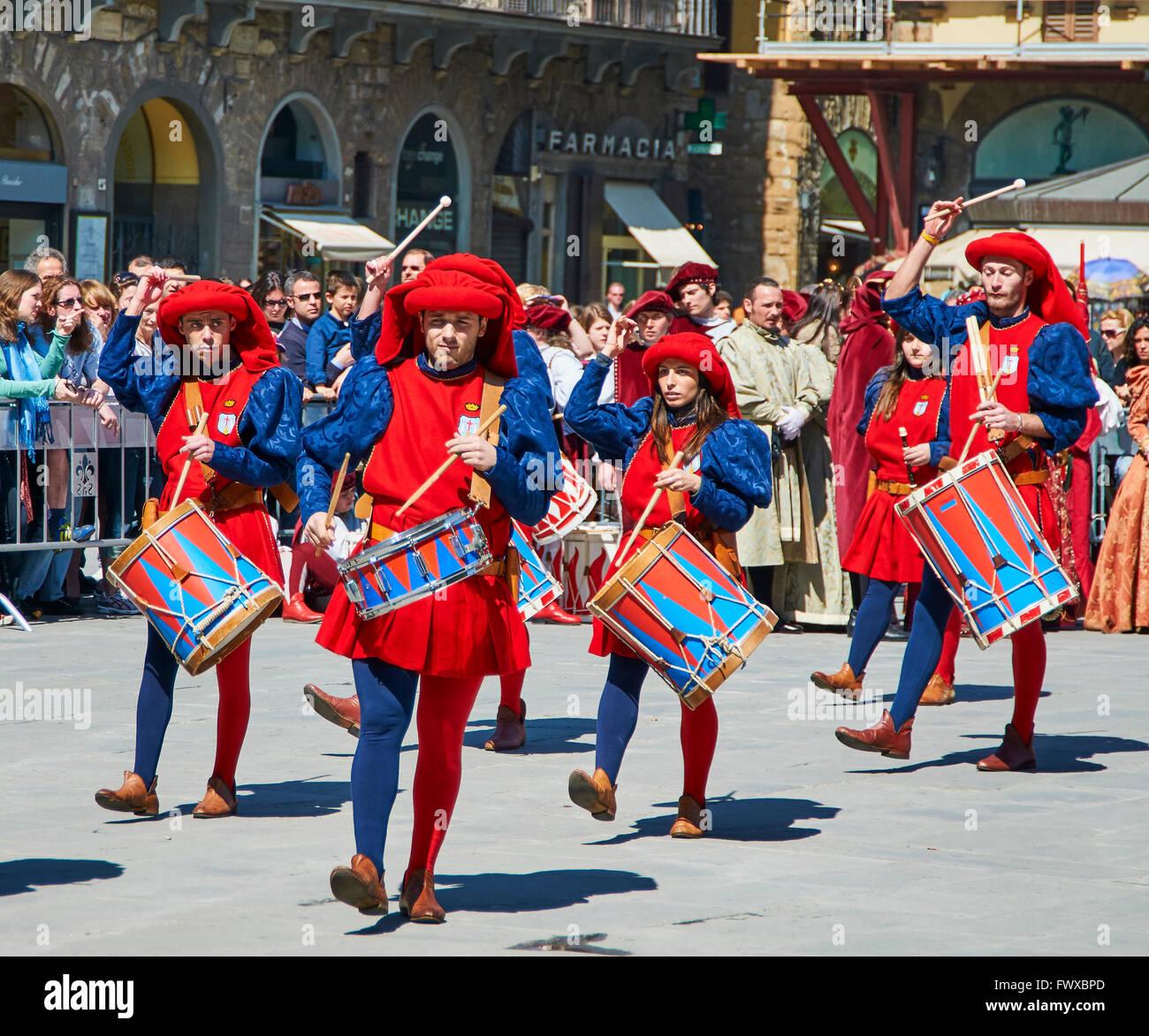 Tamborileros (tamburi en Marching Band, el Estallido del Carro, Explosión del carro Festival, el Domingo de Imagen De Stock