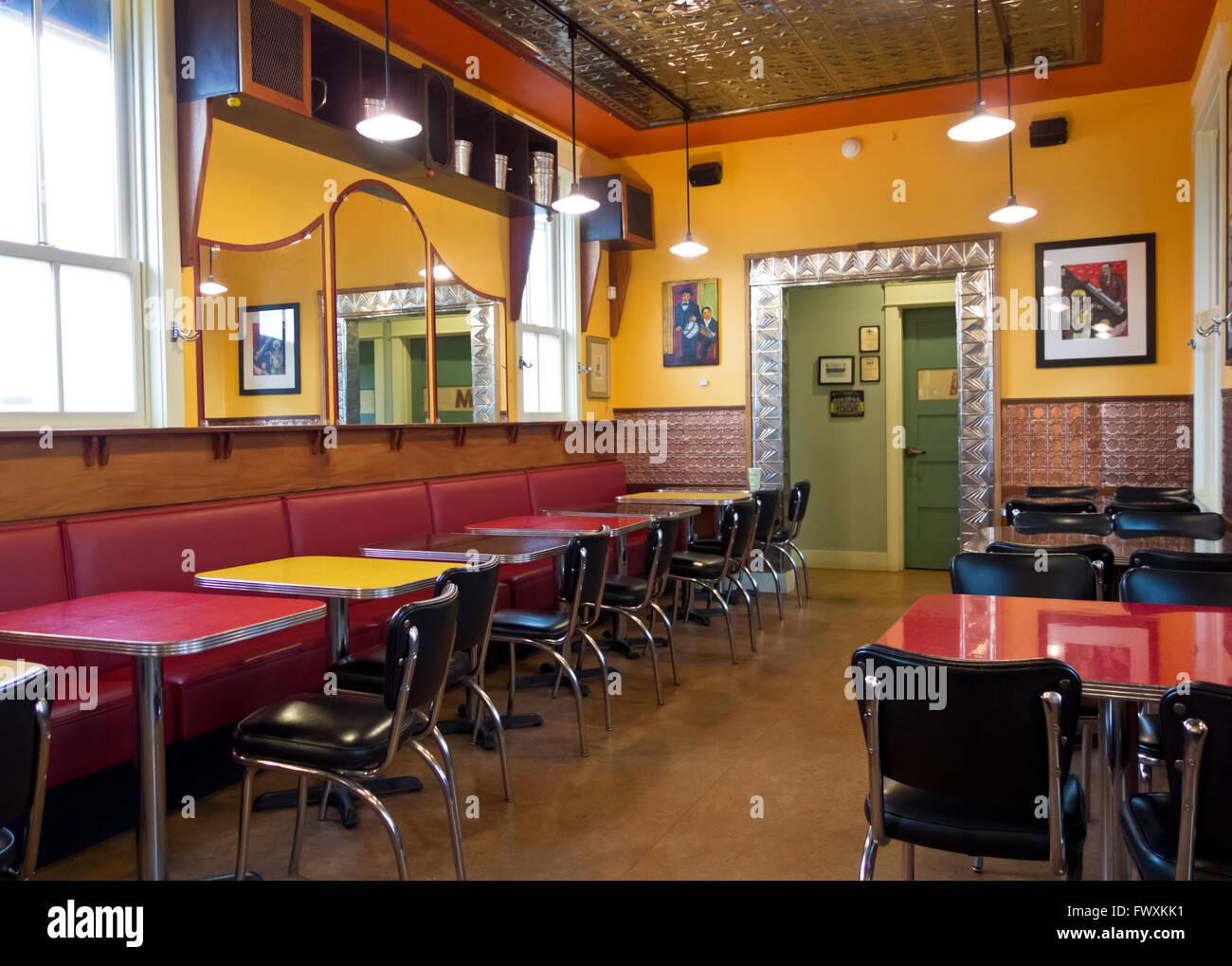 Diner retro como el interior de la Bahía Inútil, la Compañía de Café restaurante y cafetería en Langley, Washington, EE.UU. Foto de stock