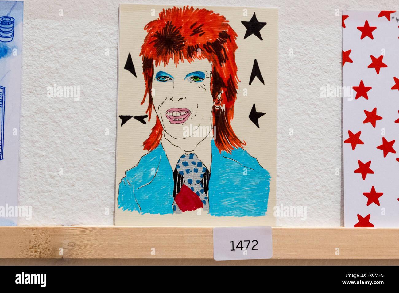 Londres, Reino Unido. El 8 de abril de 2016. Varias ilustraciones rendir homenaje a David Bowie. El Royal College Foto de stock