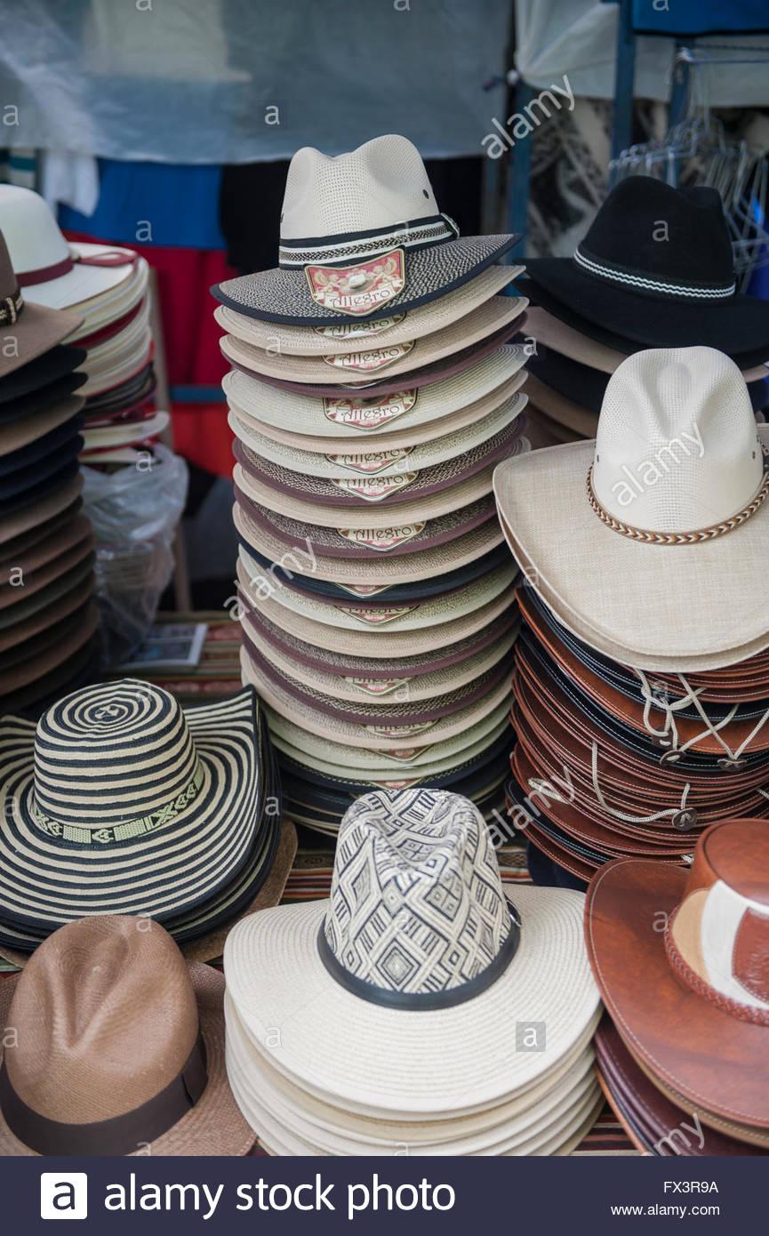 Otavalo Ecuador cada sábado el mundialmente famoso mercado tiene lugar en y  alrededor de la Plaza 9992a1c12c5