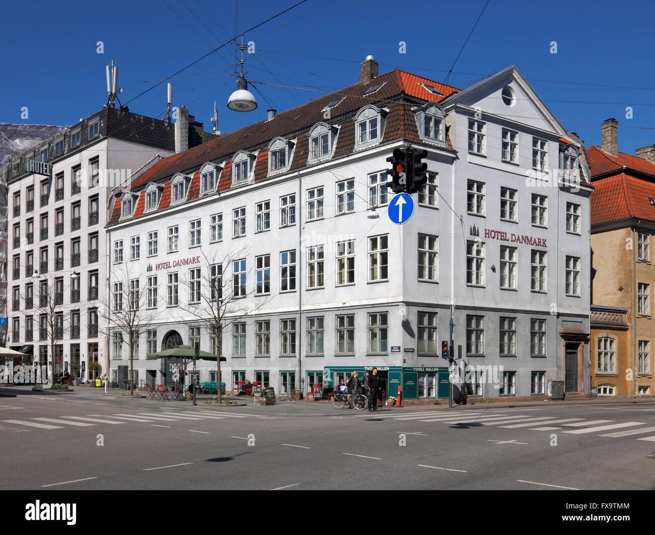 El Hotel Danmark en el centro de Copenhague, Dinamarca, en la esquina de Vester Voldgade Stormgade y cerca de la Plaza del Ayuntamiento. Foto de stock