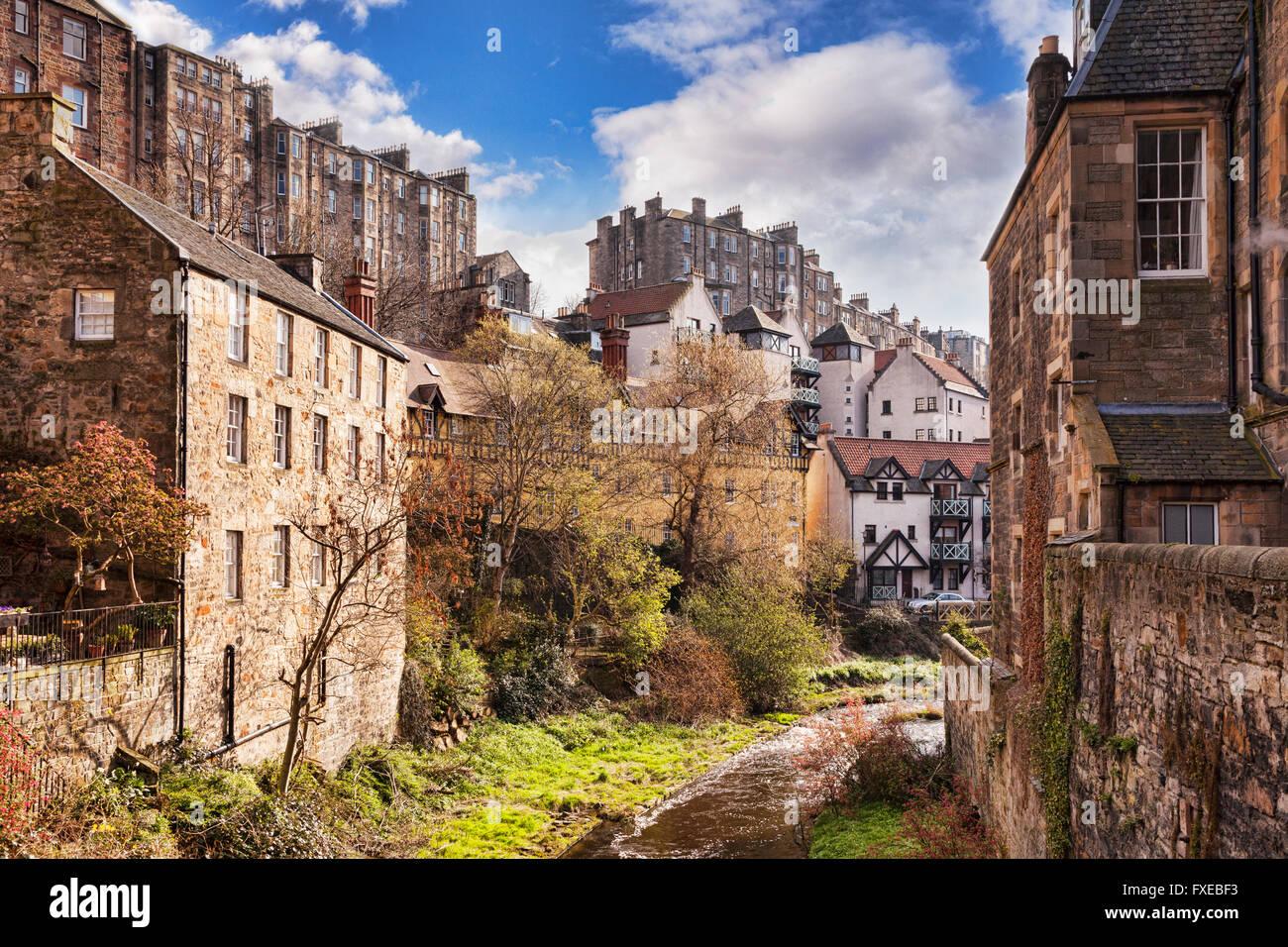 Casas y apartamentos con vistas al Agua de Leith, Edimburgo, Escocia, Reino Unido Imagen De Stock