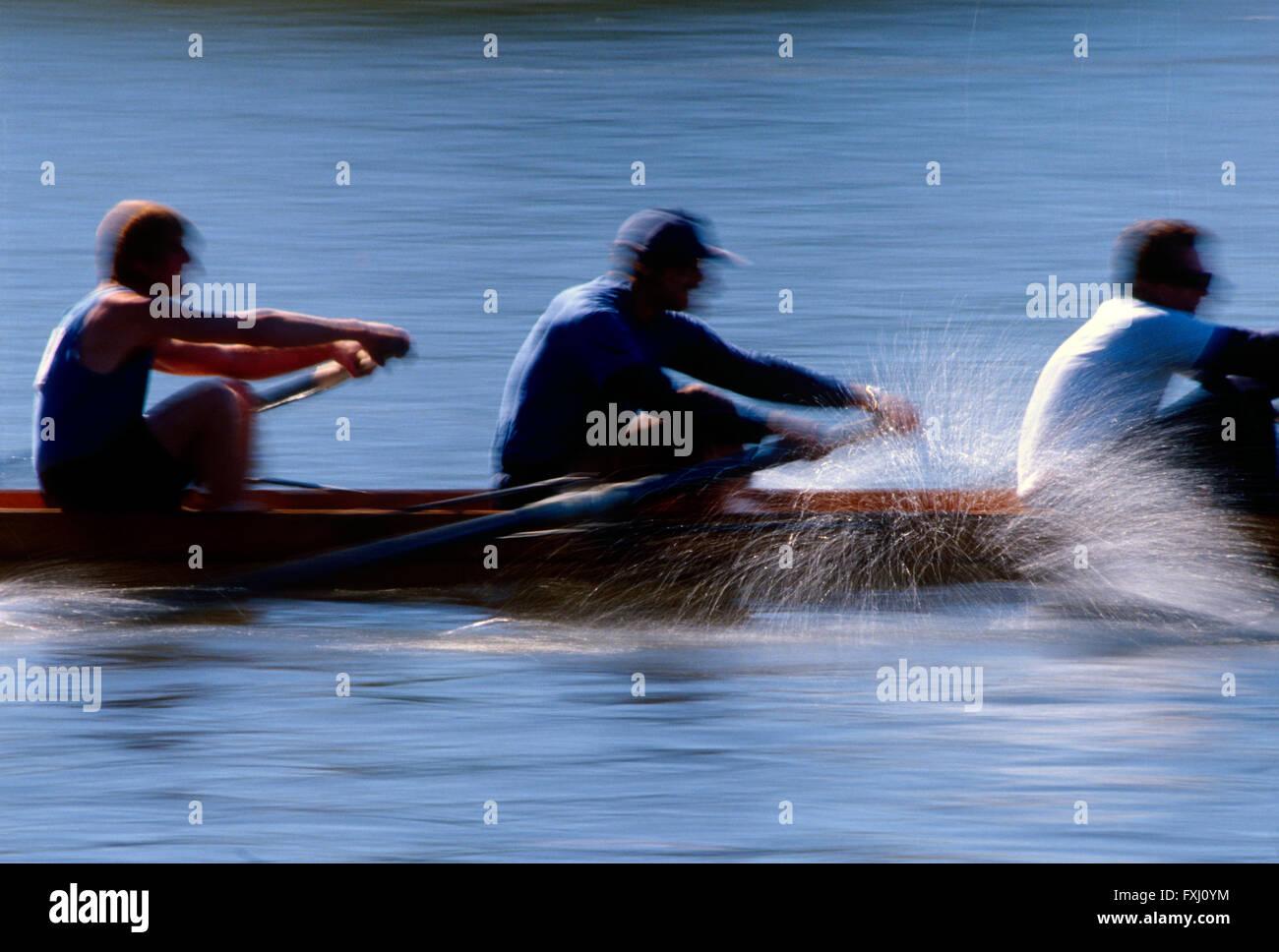 Motion Blur vista panorámica de scullers remando en la cabeza de la regata; Río Schuykill Schuylkill; Imagen De Stock