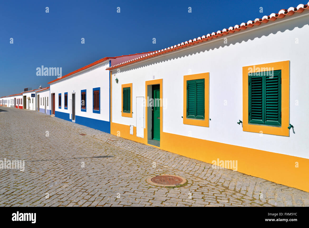 Portugal, Alentejo: arquitectura típica en el reconstruido pueblo Aldeia da Luz Imagen De Stock