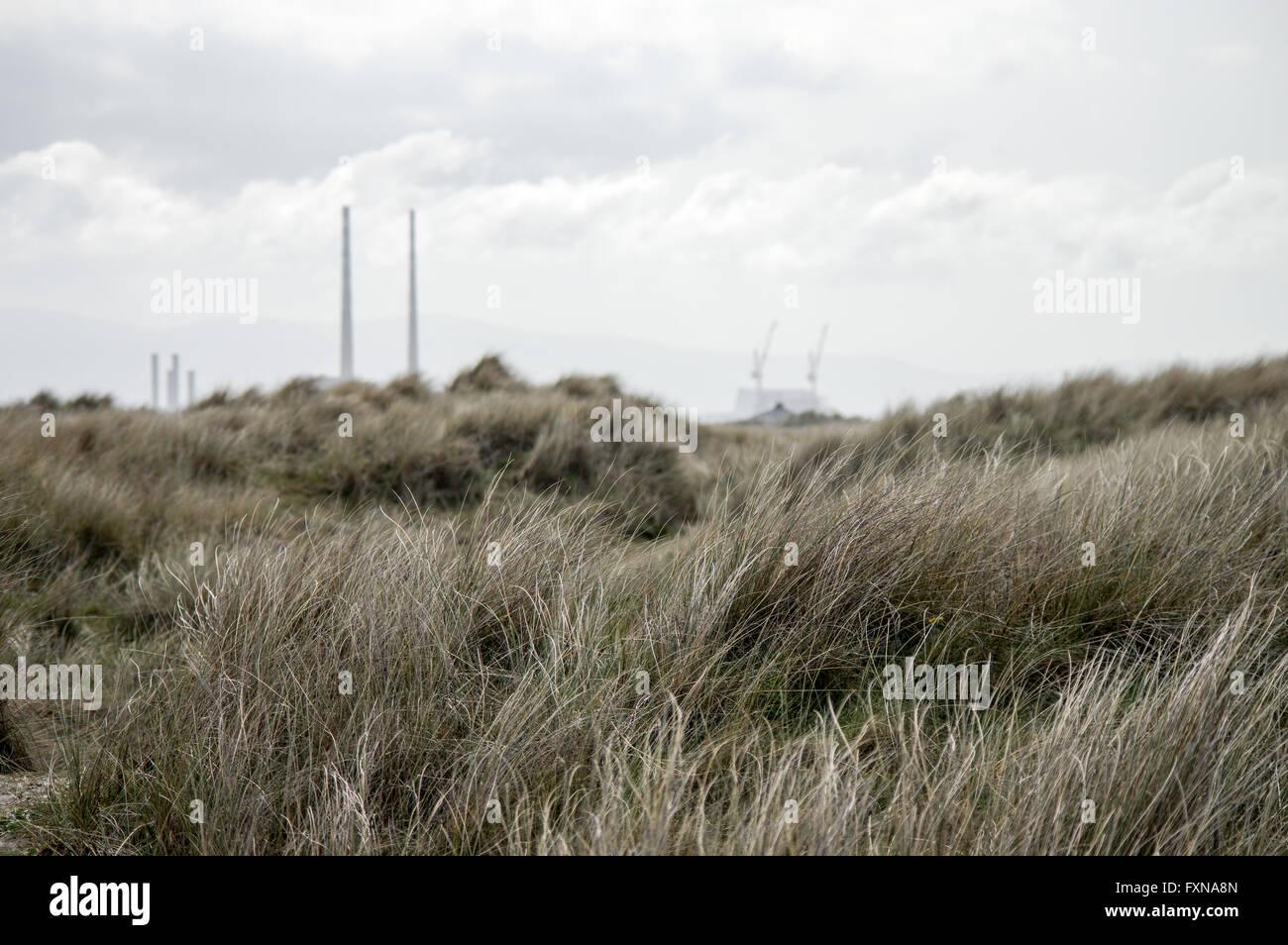 Vista del puerto de Dublín y la estación generadora Poolbeg Isla de Toro Foto de stock