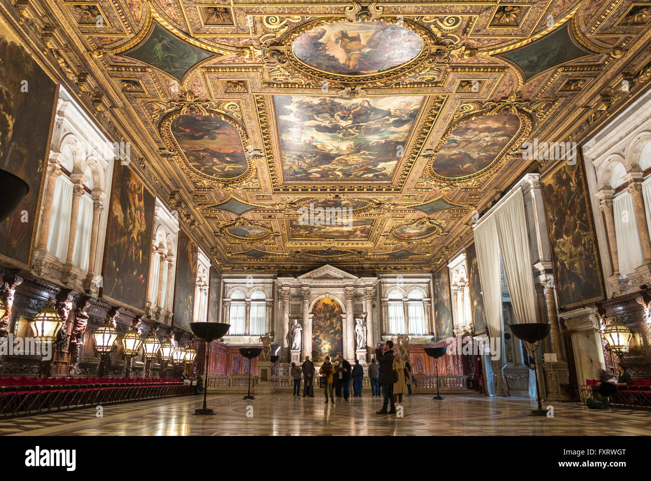 Venecia, la Scuola Grande di San Rocco, Sala Superiore - vestíbulo superior interior decorado de Tintoretto. Imagen De Stock