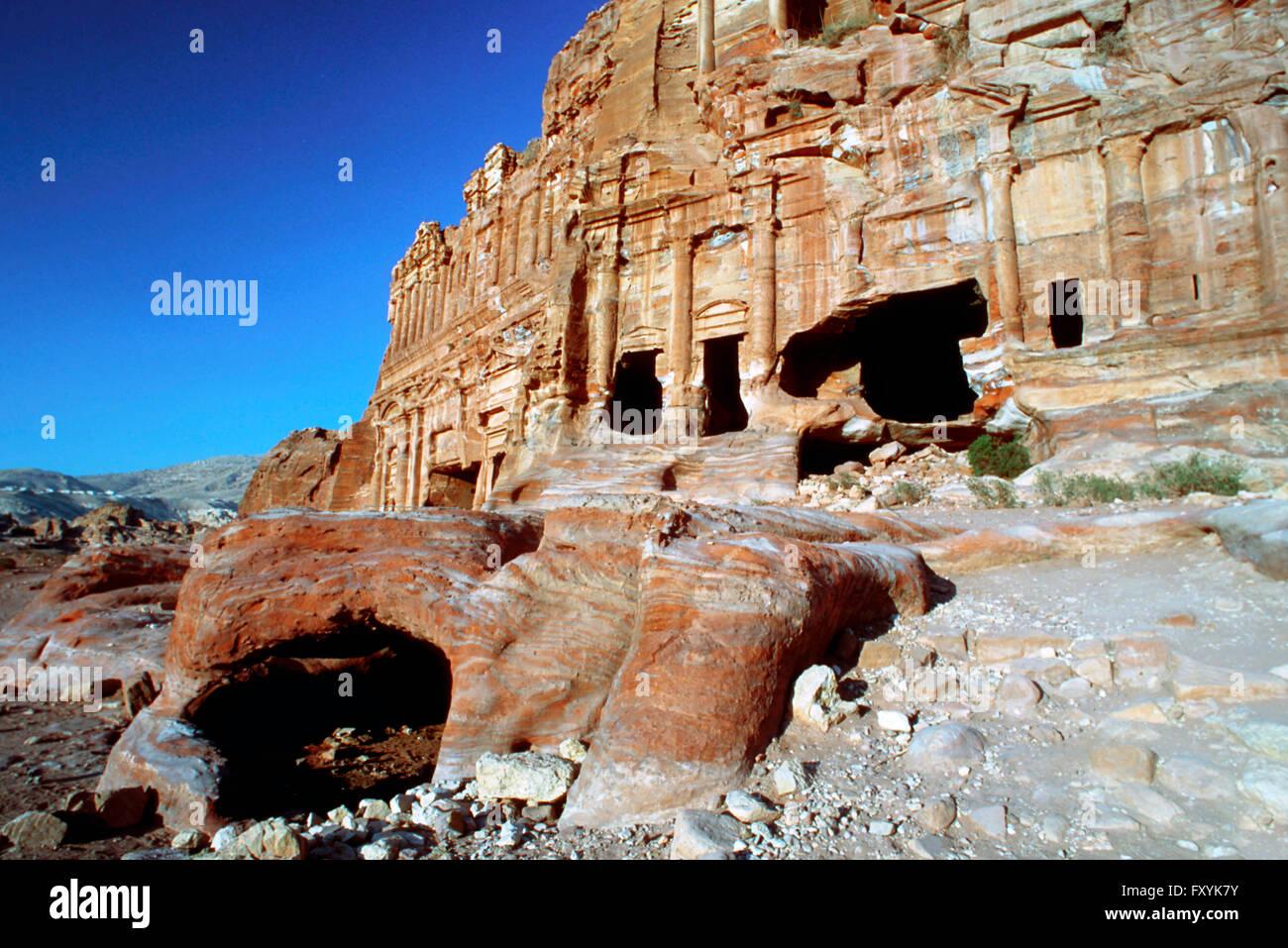 La tumba Corintia y el Palacio tumba que forman parte de las Tumbas, Petra, Jordania. Foto de stock