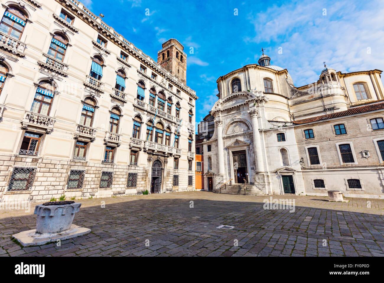Campo San Geremia y SS. Geremia e Lucía iglesia en Venecia. Imagen De Stock