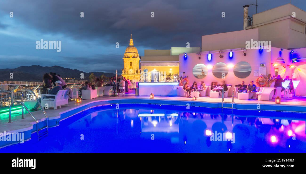Pool Lounge Bar, el Hotel AC Málaga Palacio, Málaga, Andalucía, España Imagen De Stock