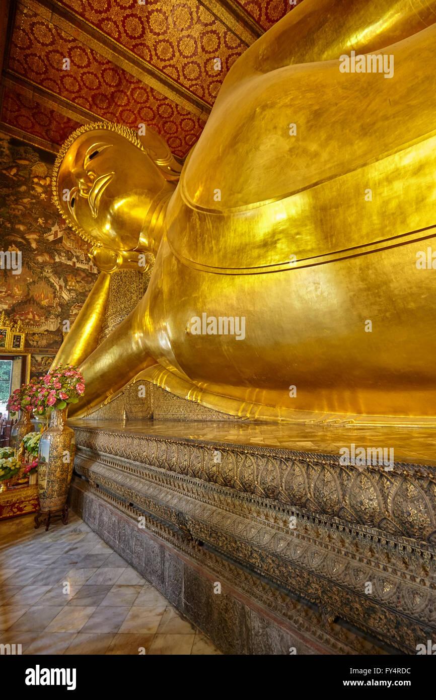 El Buda Reclinado de Wat Pho, Bangkok, Tailandia Foto de stock