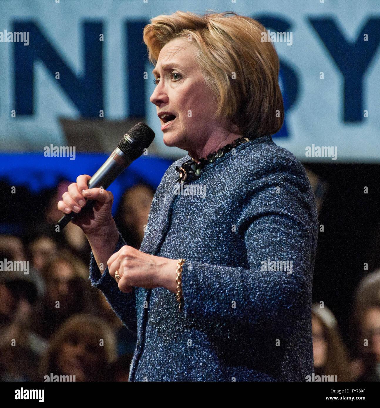 Philadelphia, PA, USA. 20 de abril, 2016. Hillary Clinton Campañas en el Fillmore. Foto de stock