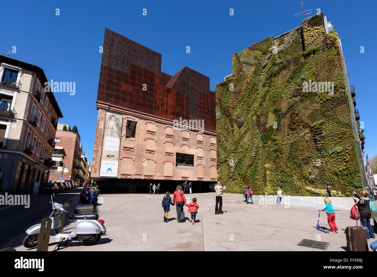 Madrid. España. CaixaForum Madrid, el jardín vertical (2008) por el botánico francés Patrick Imagen De Stock