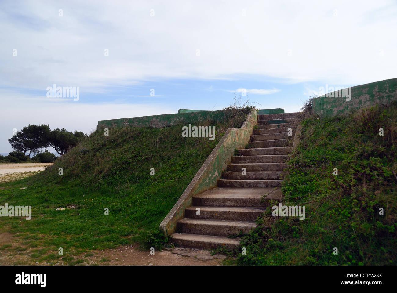 Cape Premantura, Istria, Croacia. Ex Yugoslavia estructuras militares se remonta a los años de la guerra fría. Imagen De Stock