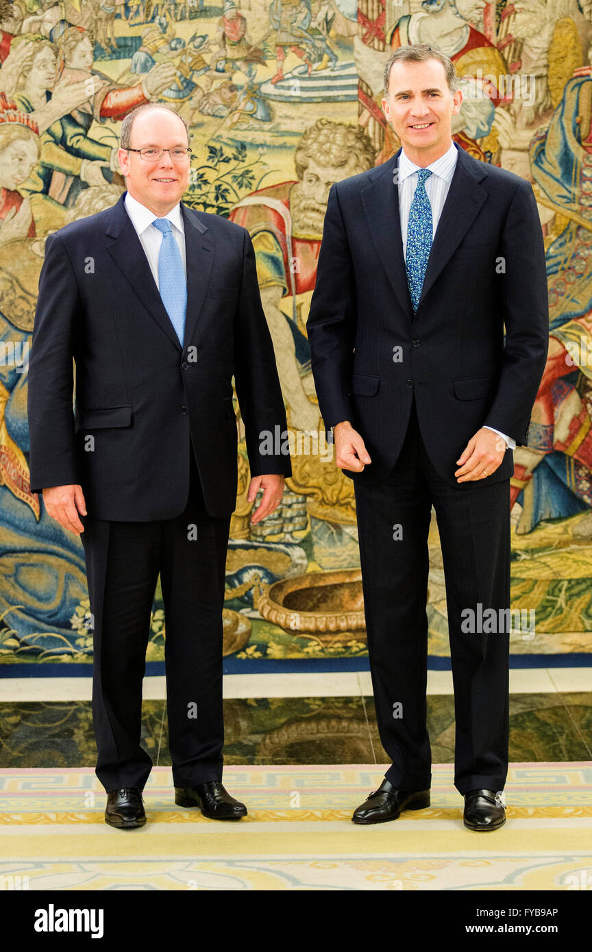 ¿Cuánto mide Alberto de Mónaco? - Altura - Real height Madrid-espana-22-abr-2016-el-rey-felipe-vi-de-espana-r-recibe-el-principe-alberto-ii-de-monaco-l-en-el-palacio-de-la-zarzuela-el-22-de-abril-de-2016-en-madrid-espana-dpaalamy-live-news-fyb9ap
