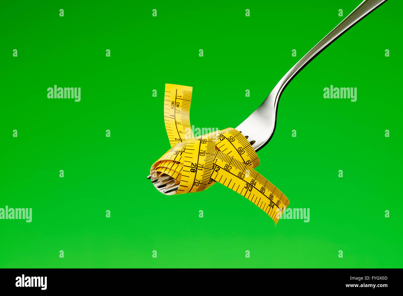 Horquilla con cinta métrica adietando concepto Obesidad Imagen De Stock