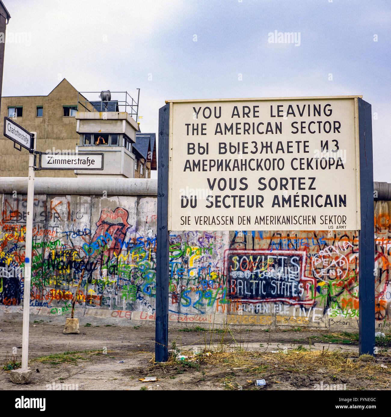 Agosto de 1986, dejando el sector americano señal de advertencia, el muro de Berlín, Berlín oriental Imagen De Stock