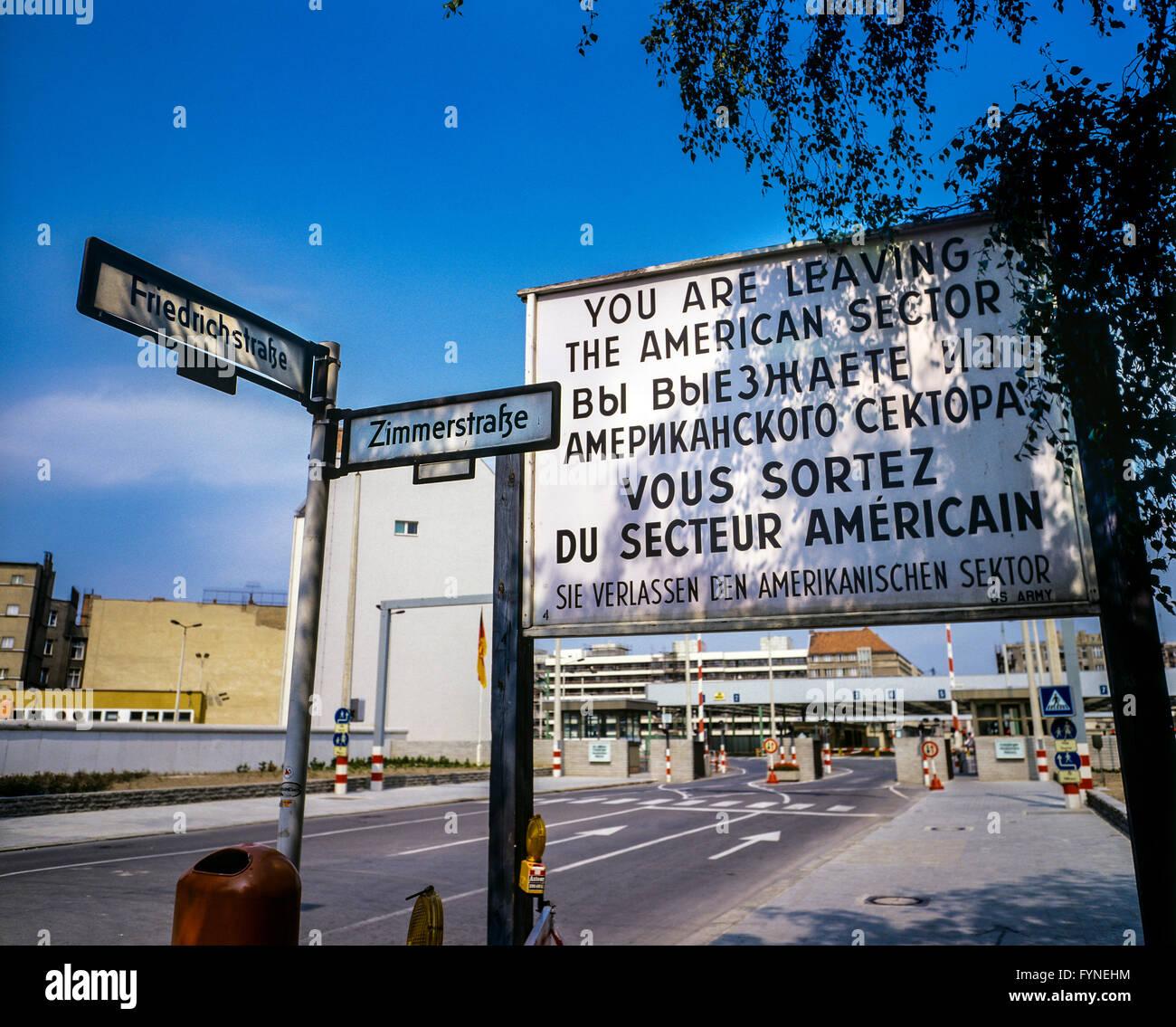 Agosto de 1986, dejando la señal de advertencia del sector estadounidense de Berlín, Berlín Oriental, Imagen De Stock