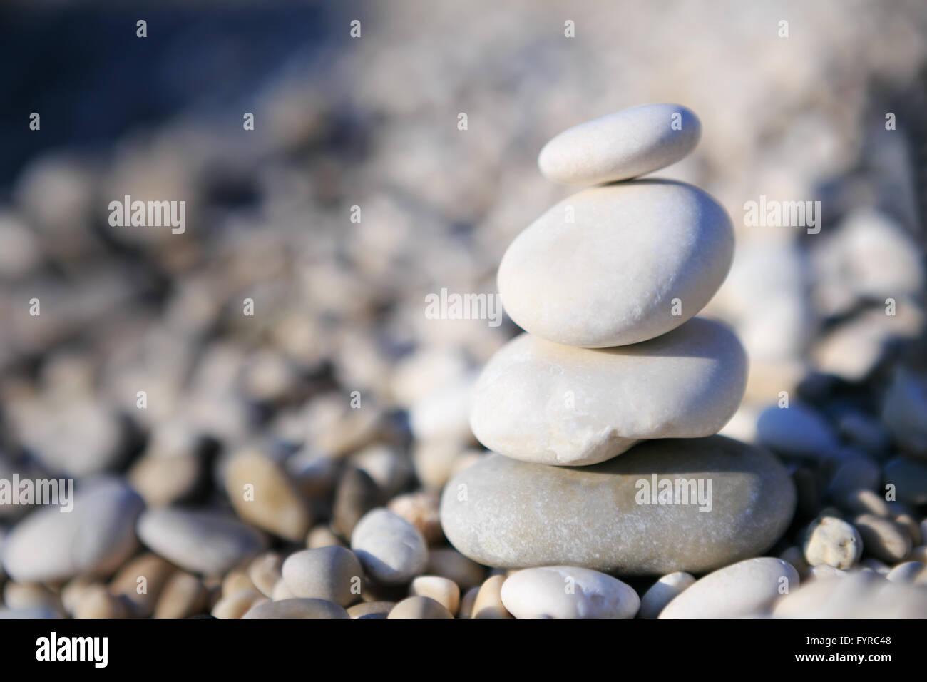El Zen y el concepto de equilibrio - piedras de canto rodado Imagen De Stock