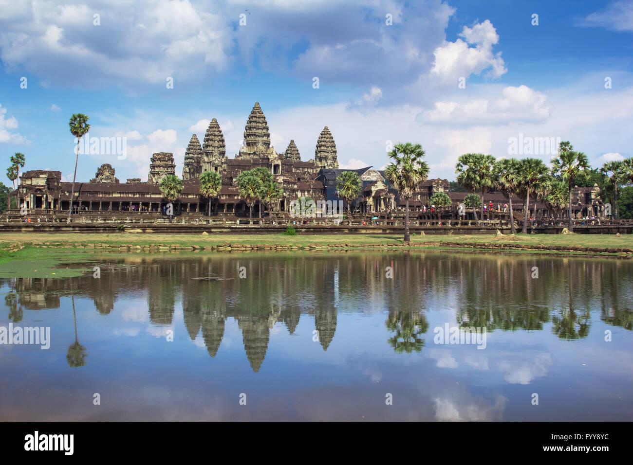 Angkor Wat el día de reflexión sobre el lago Imagen De Stock