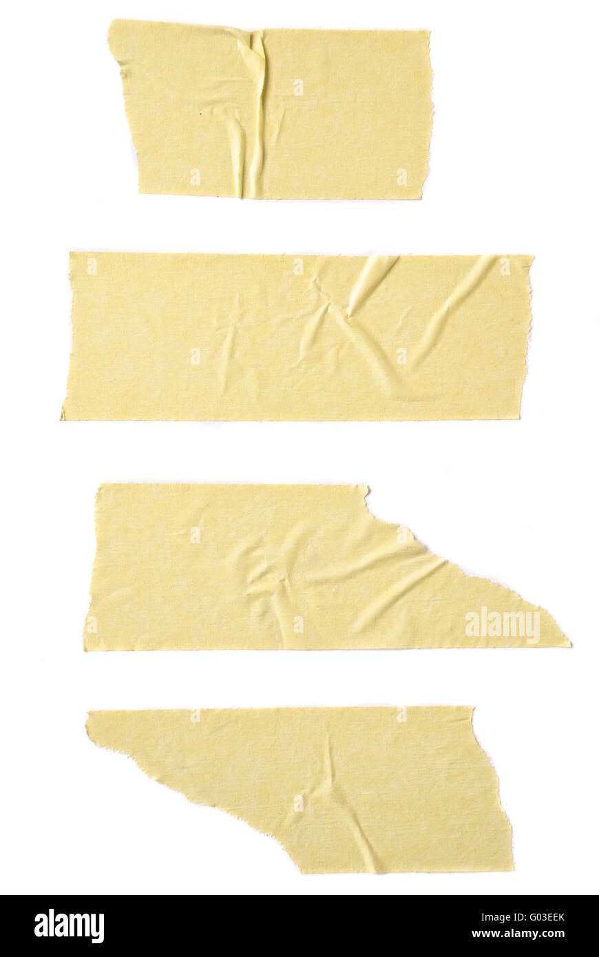Tiras de cinta de enmascarar aislado sobre fondo blanco. Imagen De Stock