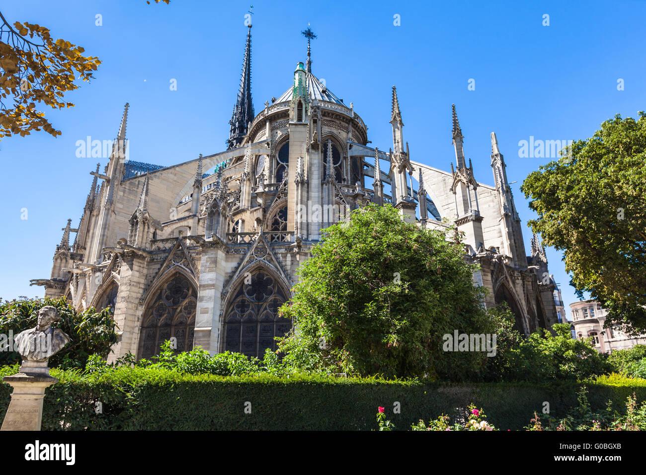 Vista posterior de la catedral de Notre Dame en París, Francia Foto de stock