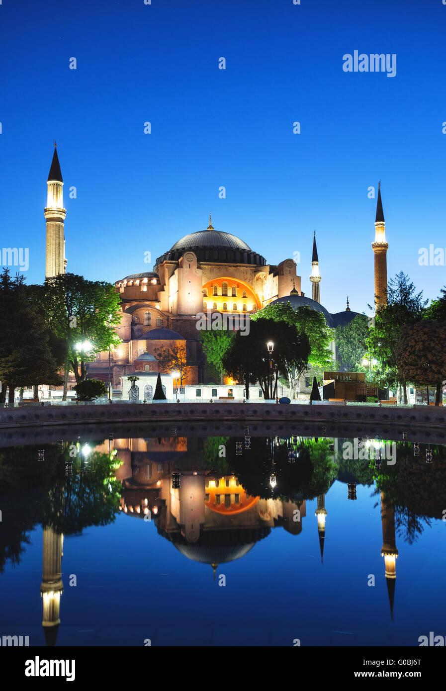 Hagia Sophia mezquita en la noche. Estambul, Turquía. Imagen De Stock