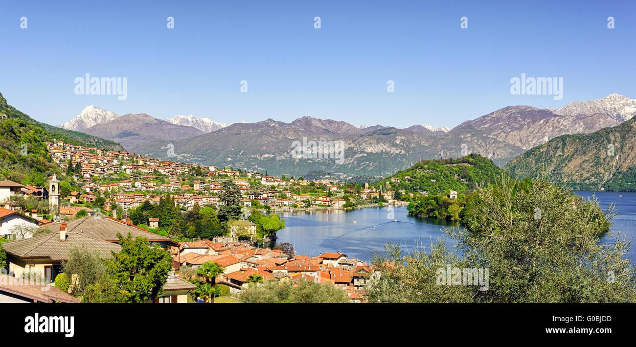 Lago di Como (Lago de Como) paisaje de alta definición con Sala Comacina y Ossuccio (vista desde el paseo de Greenway) Foto de stock