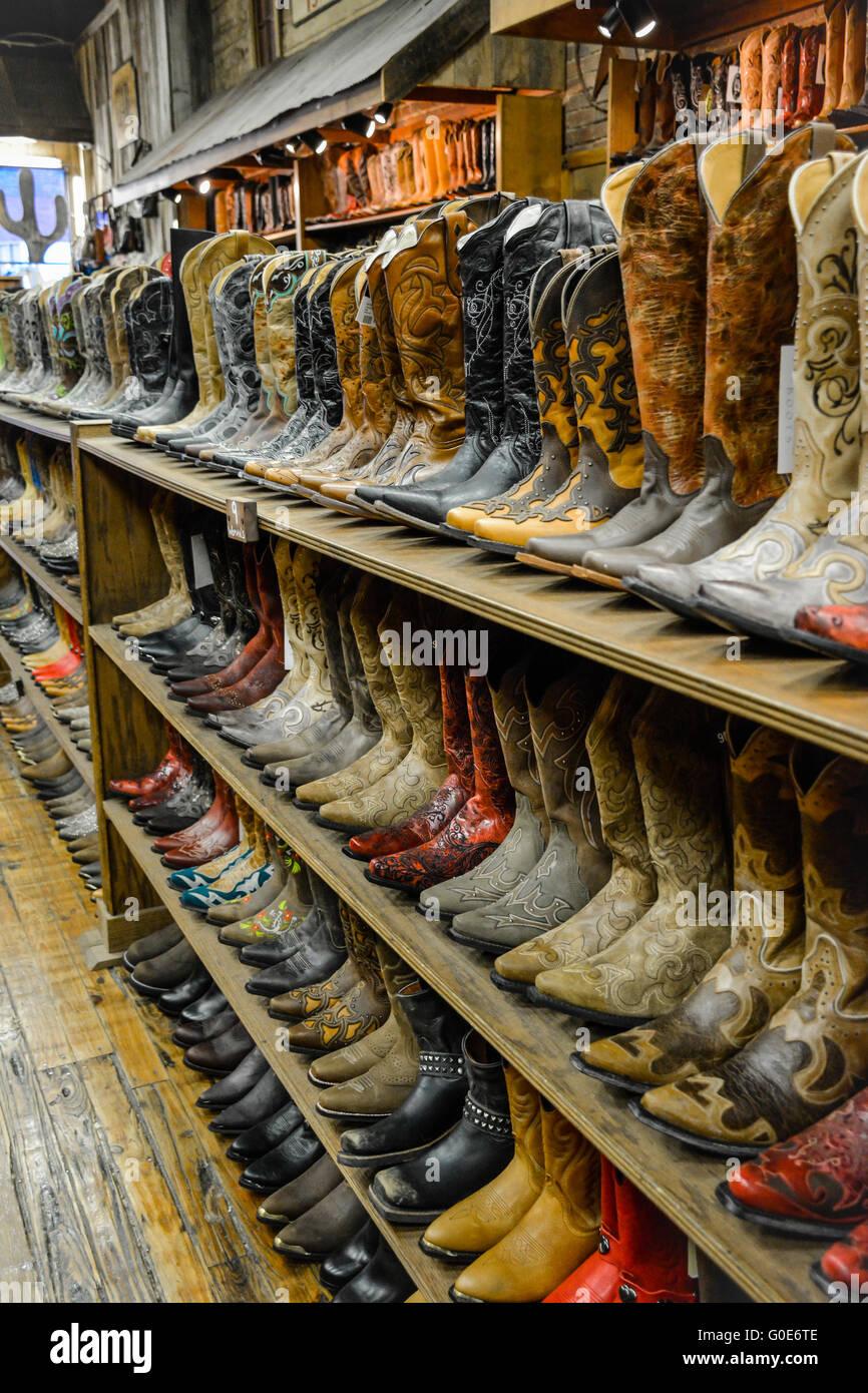 incomparable gama completa de especificaciones garantía de alta calidad La tienda de botas de vaquero de Nashville tiene filas de ...