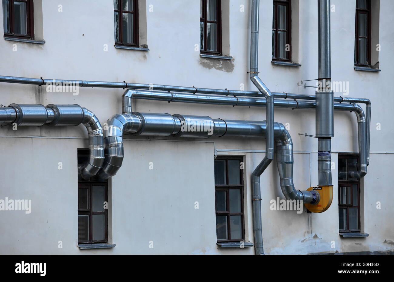 Tubos de ventilación en la pared de un edificio Imagen De Stock