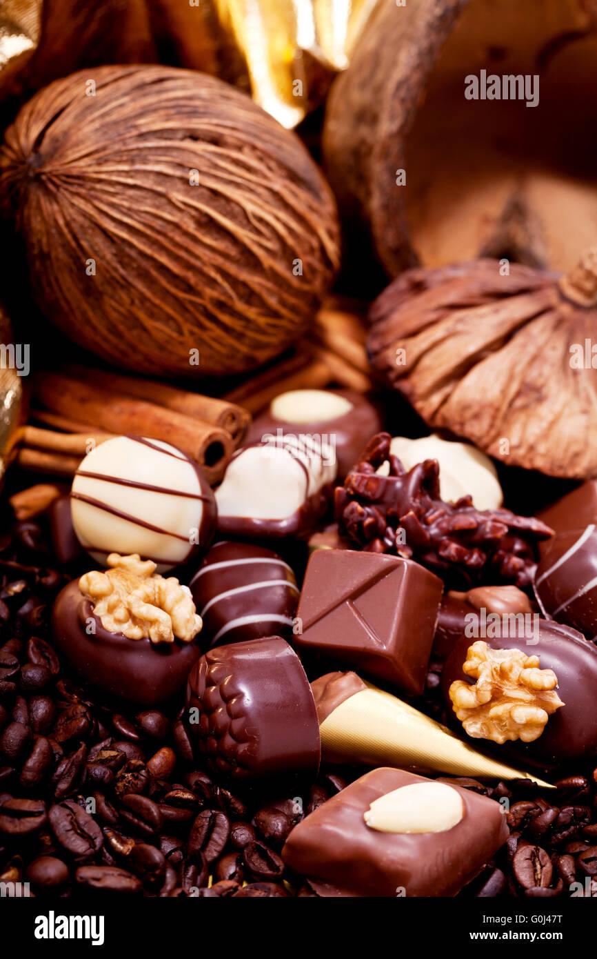 Colección de diferentes dulces de chocolate praliné Foto de stock