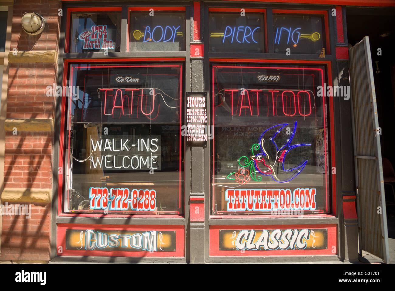 Tatu Tattoo Shop en el moderno barrio de Wicker Park West Town en la comunidad en Chicago, Illinois, EE.UU. Imagen De Stock
