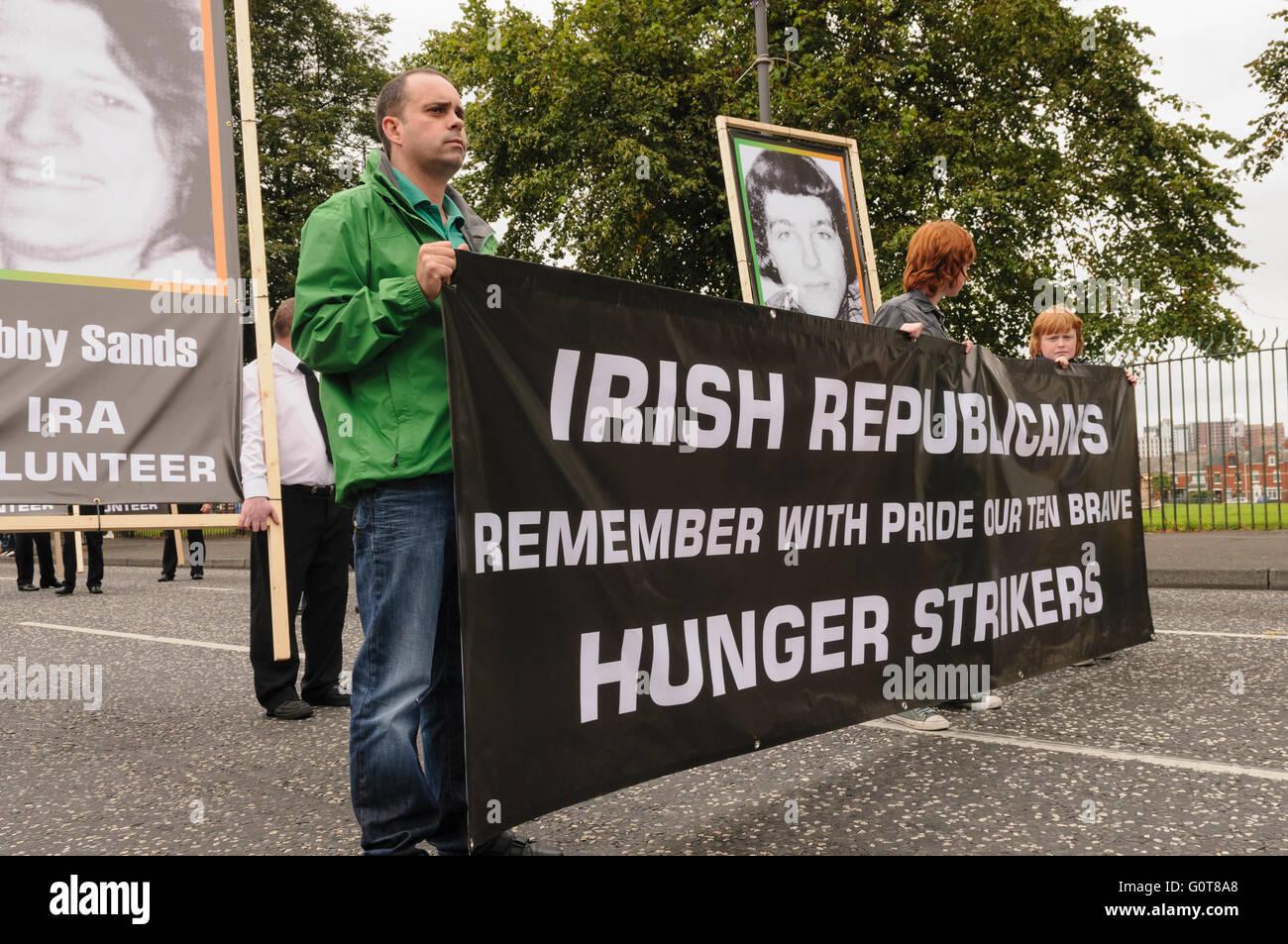 Los disidentes republicanos conmemorar las huelgas de hambre de 1981 Imagen  De Stock 05b615004f6