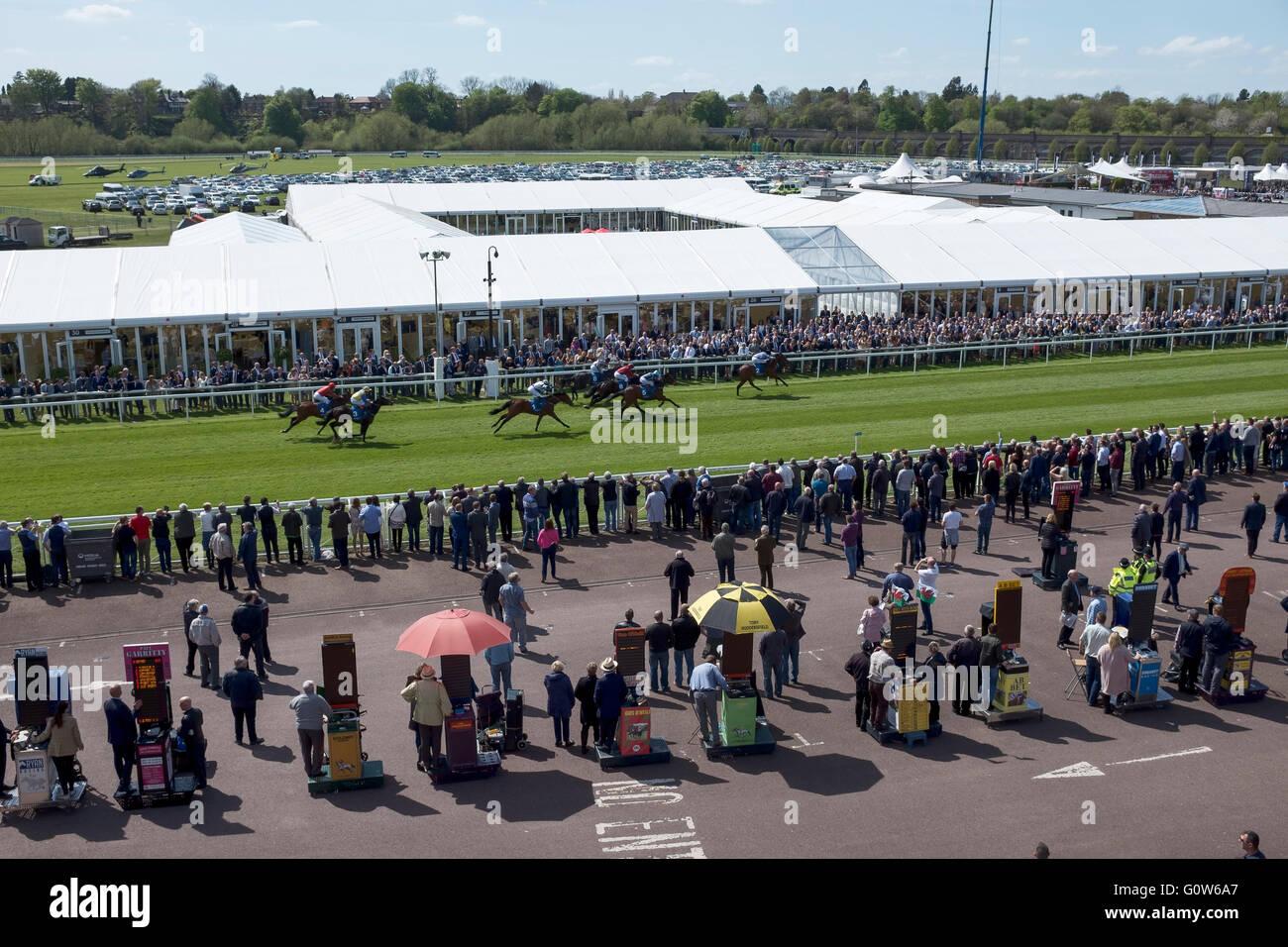 Chester, Reino Unido. 4 de mayo de 2016. Chester Races. La primera carrera de la primera reunión de la temporada Foto de stock
